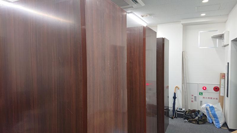 木製パネルにアイカ化粧板のパーテーション工事